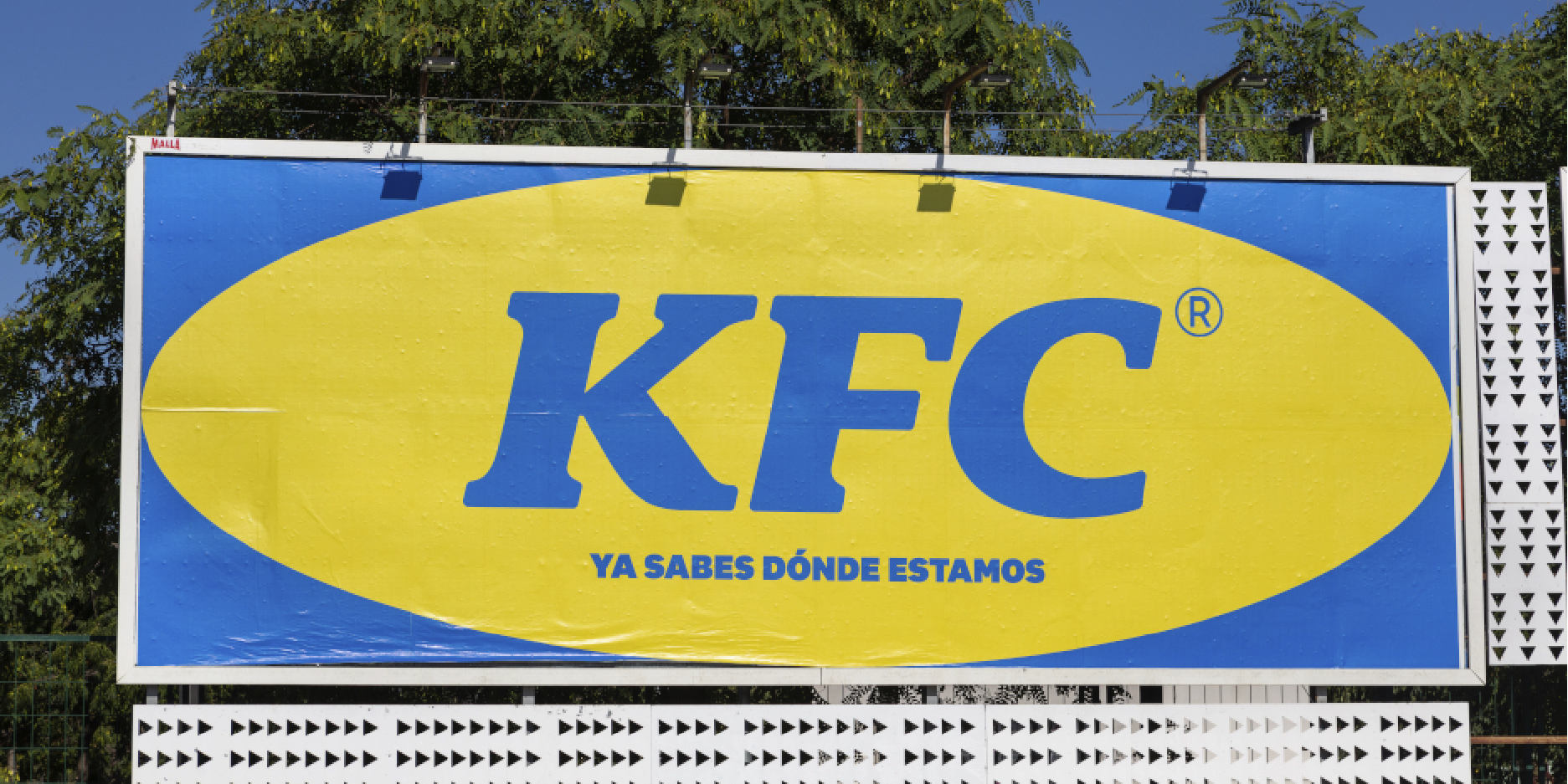 KFC se fusiona con IKEA para promocionar nuevo restaurante en palma-mallorca